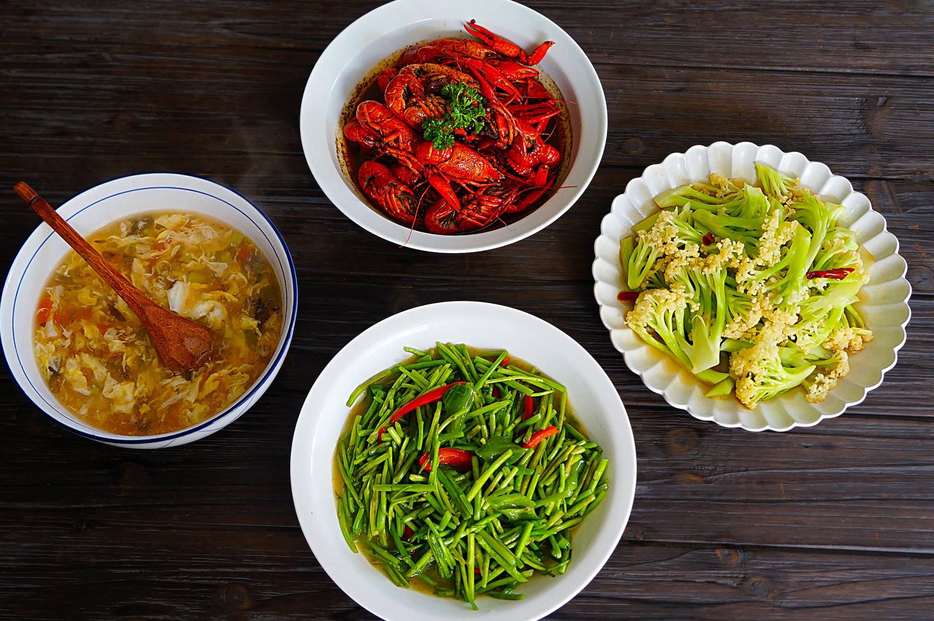 晒晒一家三口人的午餐,简单3菜1汤吃得一滴不剩,拒绝假精致