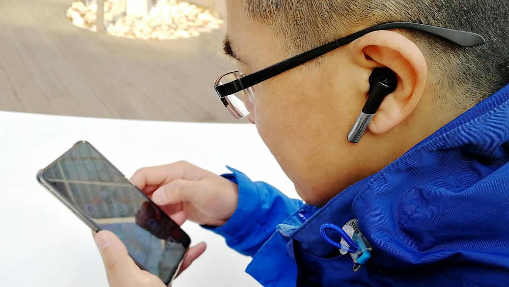 支持无线充电的百元JBU真无线蓝牙耳机