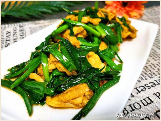 炒韭菜时,调料不要撒在锅里,多加1步,碧绿脆嫩还不会出汤水