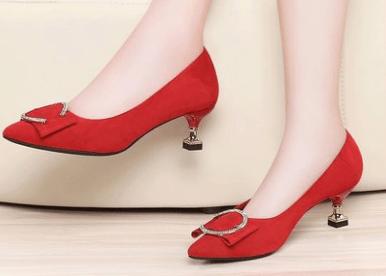 心理测试:第一眼你看中了哪款高跟鞋,测出你有没有公主命?  第1张