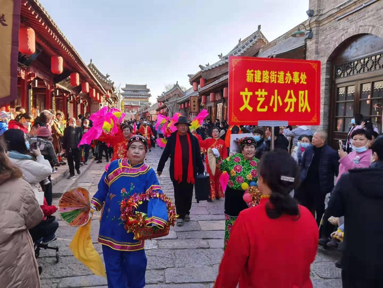 中国年在忻州 山西:房车出游新风尚 忻州古城品年味(组图)  第4张