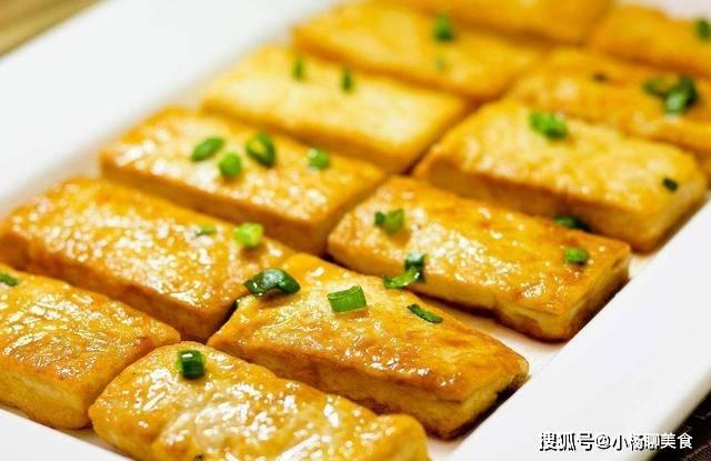 炒豆腐之前,多加两个步骤,豆腐外酥里嫩,而且不容易碎