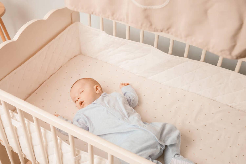 宝宝睡觉不老实,满床打滚扭来扭去是为何?说明你的养育存在问题  第3张