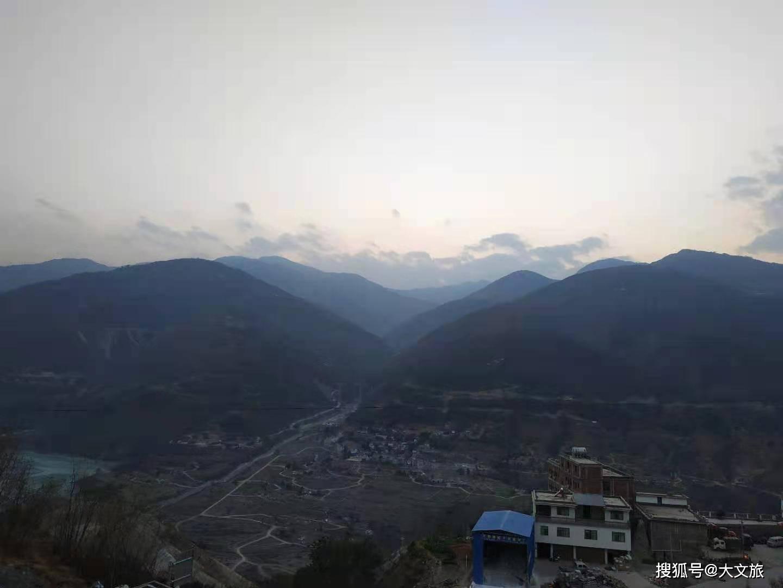 在云南开车从海拔两千米到七百多米再到两千多米是什么感受?