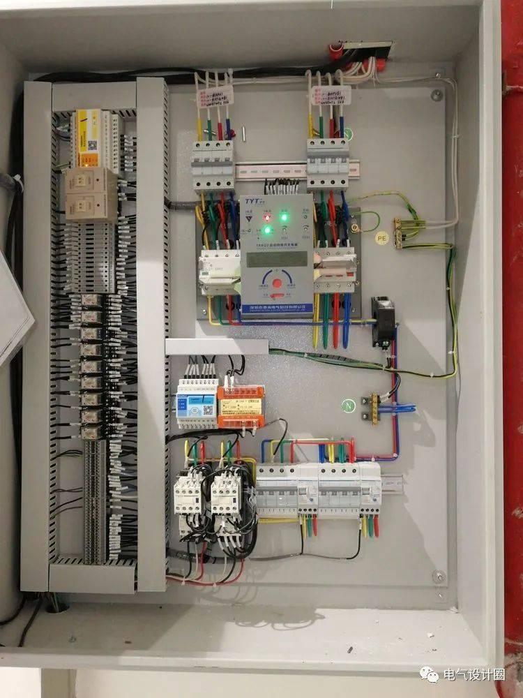 电梯配电箱内所有进出配电线路是否都设计有隔离电器?