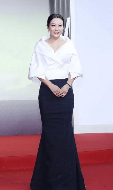 原创             郝蕾真是微胖界女神,穿鱼尾裙妩媚迷人,42岁仍然有着曼妙身材