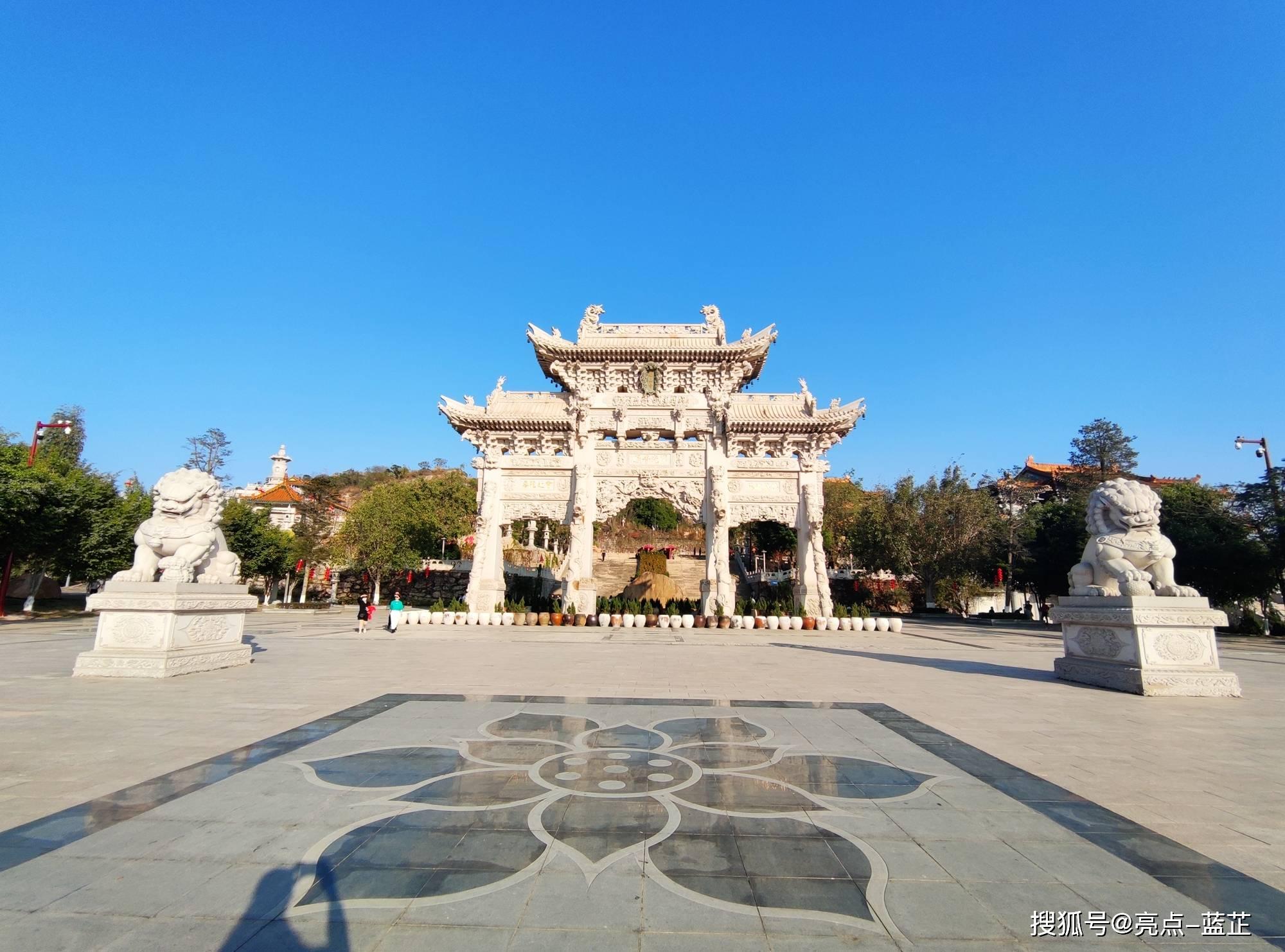 了不起的梅山寺,拥有两个国内之最——石质山门、缅甸白玉佛像  第1张