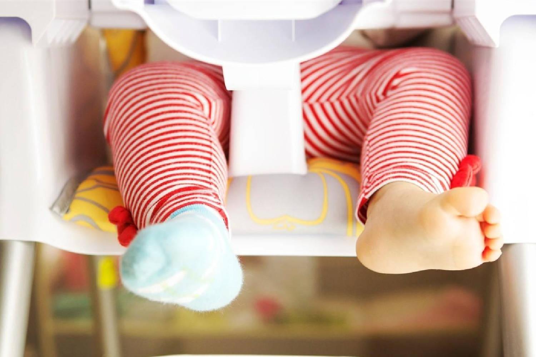 """为何大多数宝宝都不爱穿袜子?宝宝的""""脱袜癖好"""",有心理需求"""