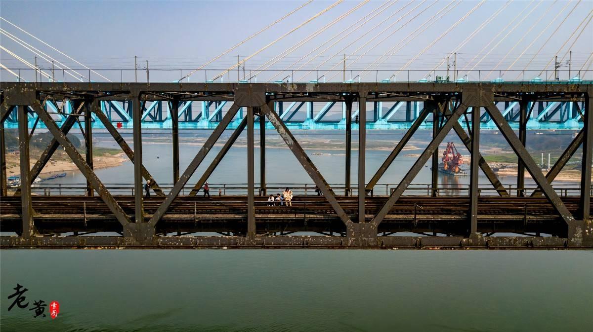 原创             重庆这座桥是中国长江上第二座大桥,退役2年,如今成为网红景点