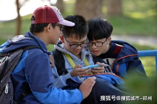 调查显示中小学生近视患病率近六成 这四点是主要诱因