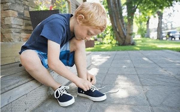 """帮娃挑鞋子要选大一码?买鞋""""夏5冬10""""是原则,别只想着正好"""