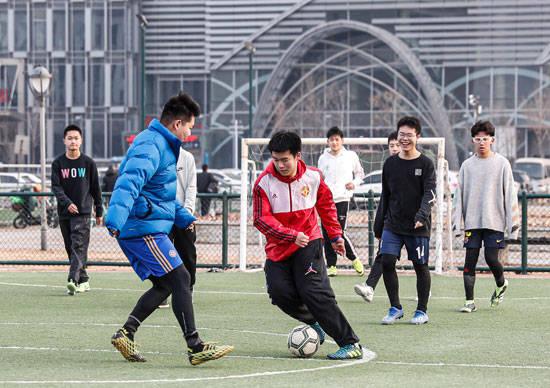 中青报:缺钱不是中国足球真正危机 你自己还踢球吗?