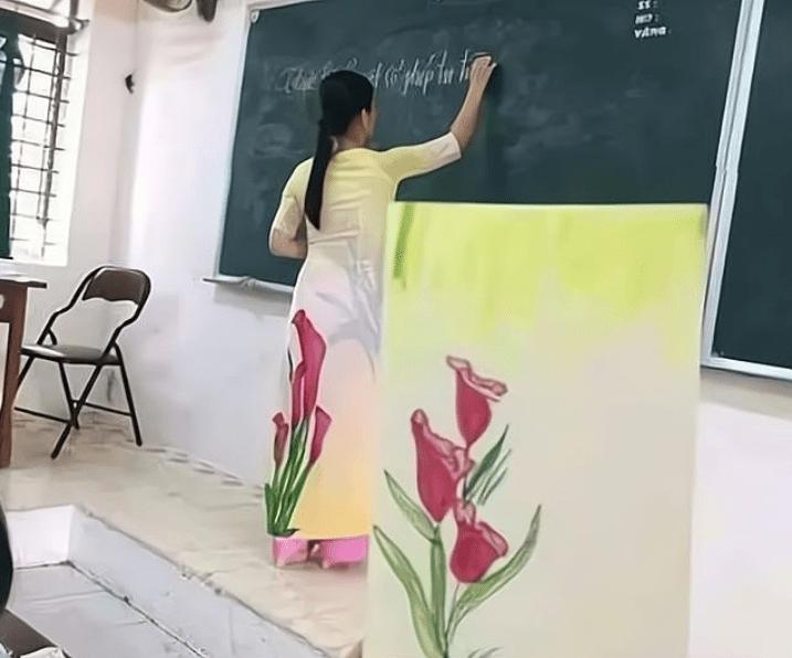 """学生偷拍老师另类""""撞衫照"""",网友笑出猪叫声,赞:艺术天才"""