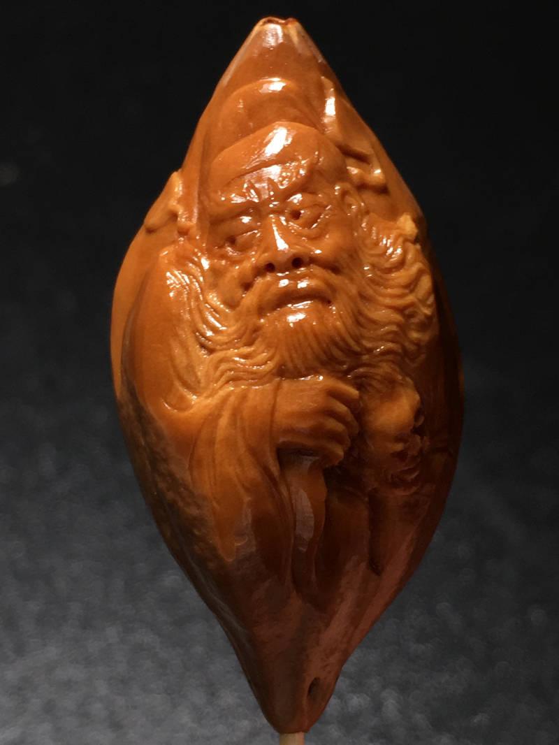 橄榄核雕刻上的小眼儿影响盘玩么?这件事儿说大也大,说小也小!