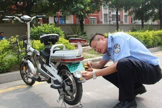 电动车新规又来袭,不上牌的话,被交警抓到直接拘留15天