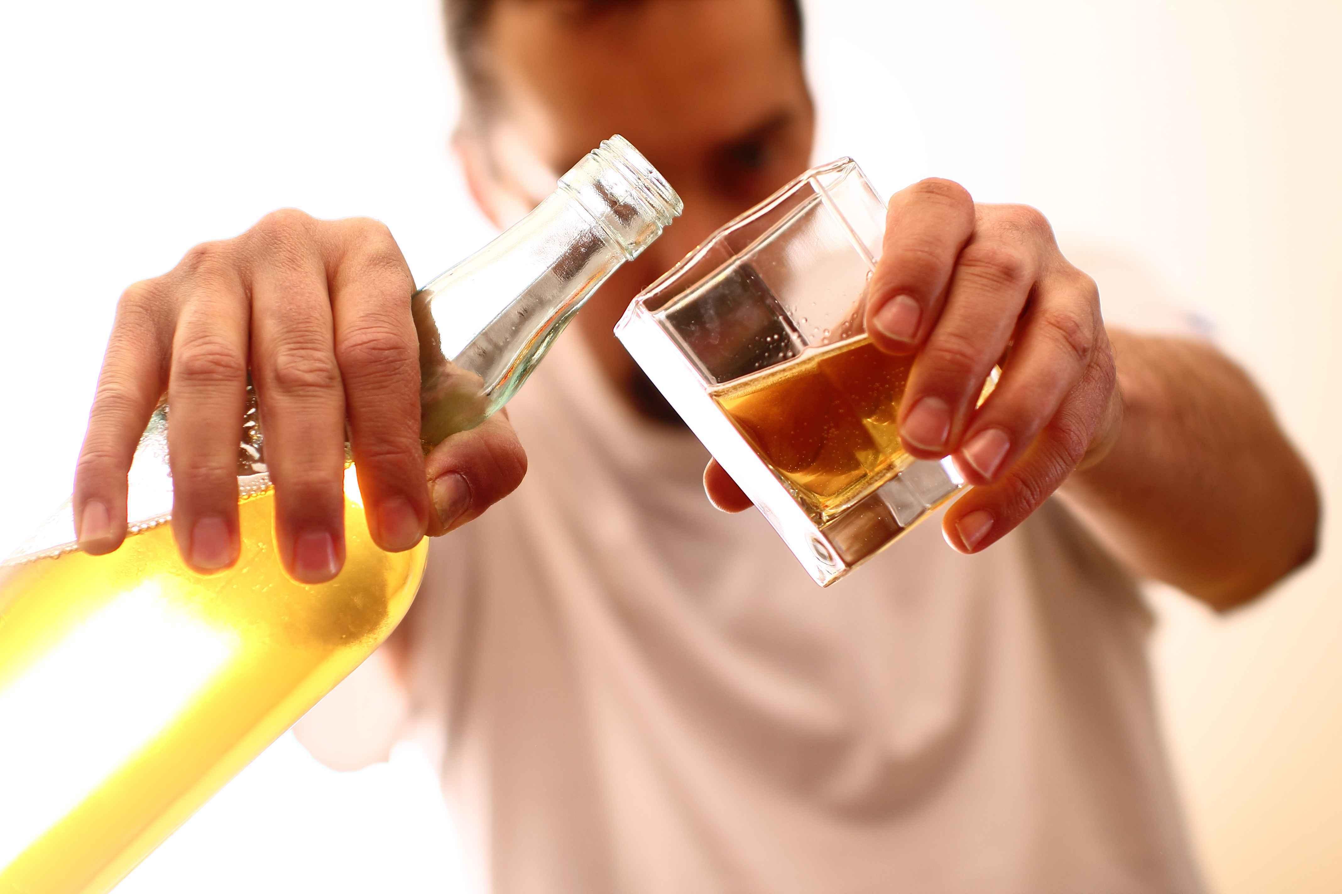 对大脑影响长达6周?一次性过量饮酒,4个后果有多少人能顶得住