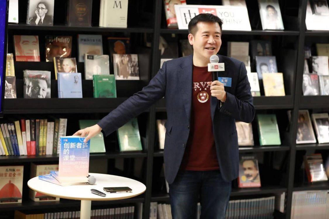 连界董事长王�h录制《总裁读书会》创办国内第一创新书店