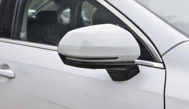 原装这款中型车,标准ESP LED大灯,还是国家六大排放标准