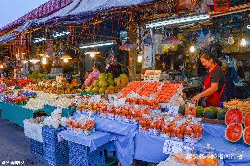 """泰国清迈夜市,平民""""美食天堂"""",市民和游客争相""""寻味觅食"""""""