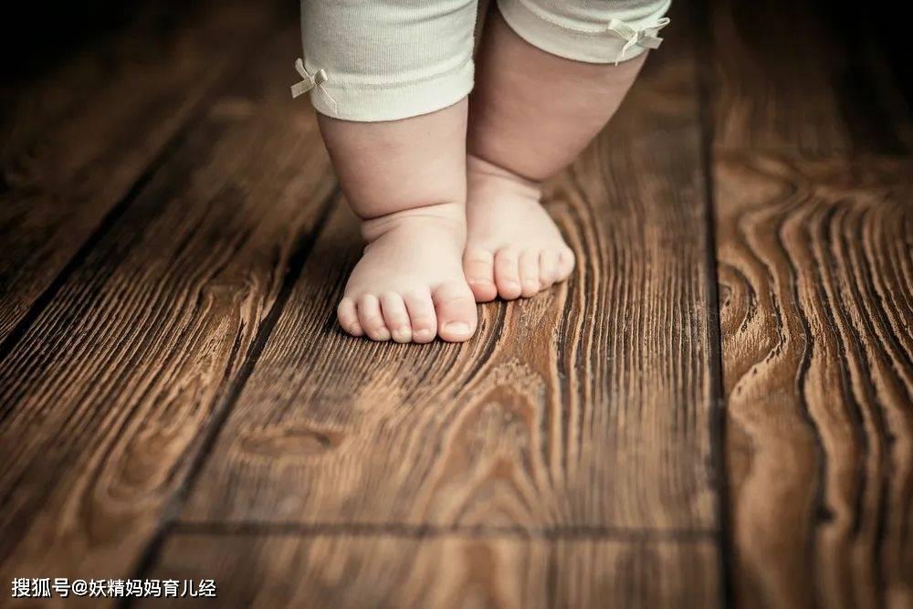 """原配宝宝""""光脚"""",该不该在意?看了儿科医生的解释,家长:我知道晚了"""