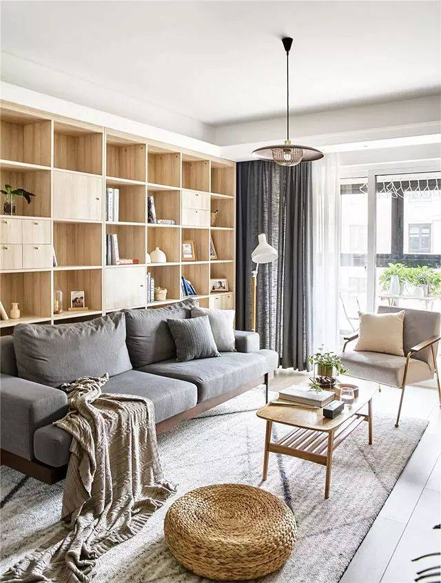 87平日式三室,沙发墙成了图书架,吧台是隔绝收