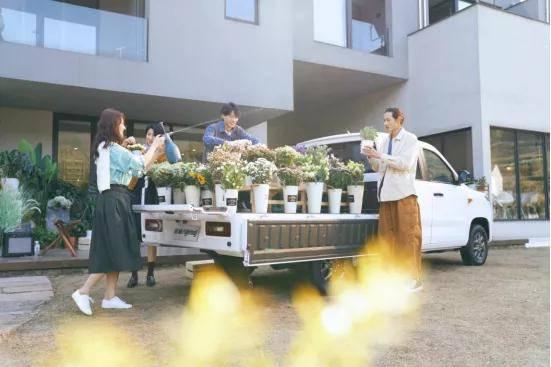 """【环球汽车新车皮卡】""""青春型皮卡""""五菱征途售价5.88万元起"""