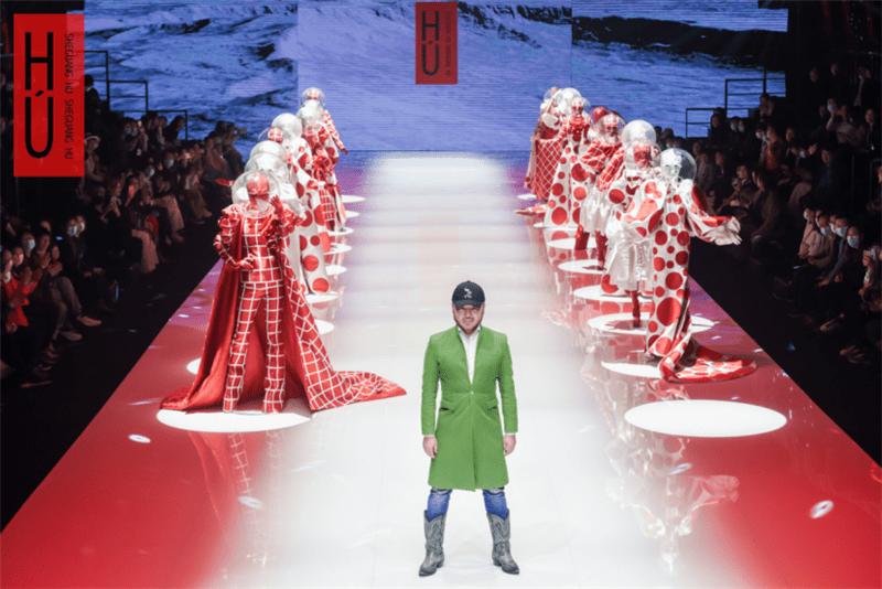 胡社光时尚娘子军与超模齐聚武汉东湖 东湖樱花国际时尚艺术季开启