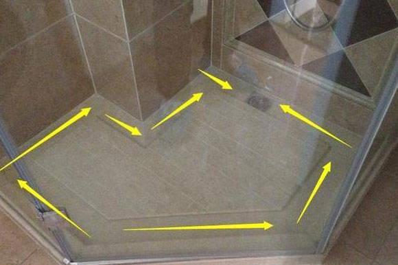 冰球打破 展开全文 四、卫生间地面要带坡度 卫生间的地漏就是为了能快速排水