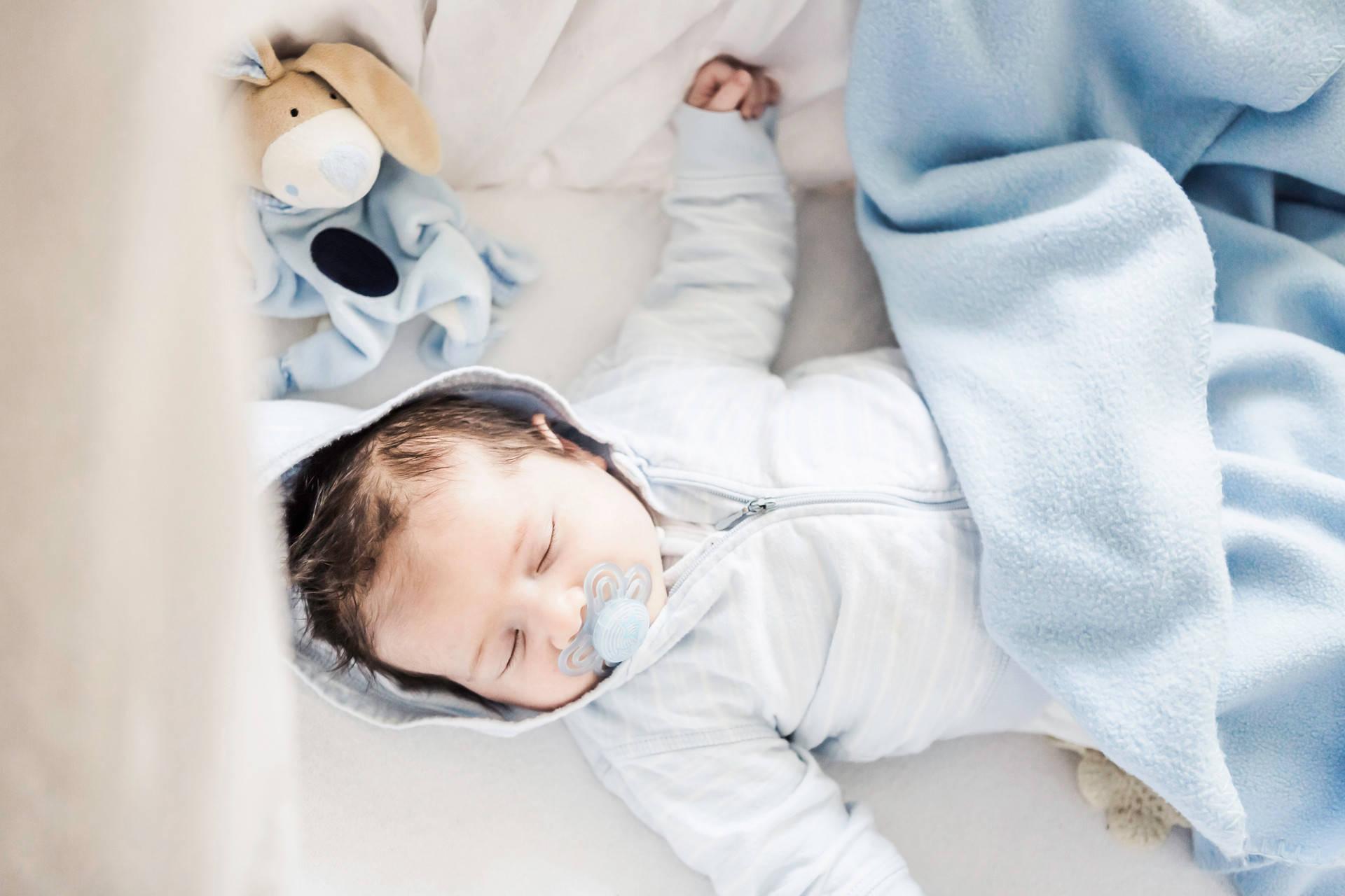 郎朗聊到儿子笑容满面,称像云朵一样可爱,娃两个月时变化极大