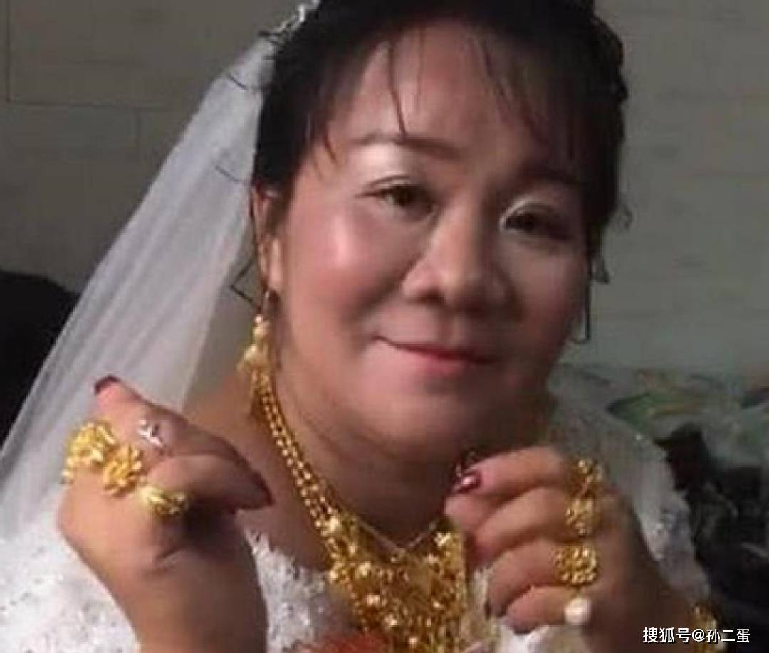 """""""最多金新娘""""走红,看到新郎的时候,网友:可以少奋斗20年!  第5张"""