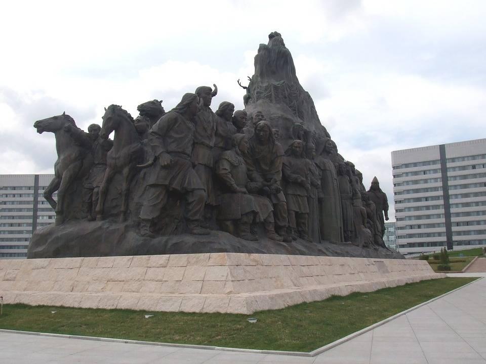 内蒙古鄂尔多斯与河南郑州,2020年GDP排名情况如何?