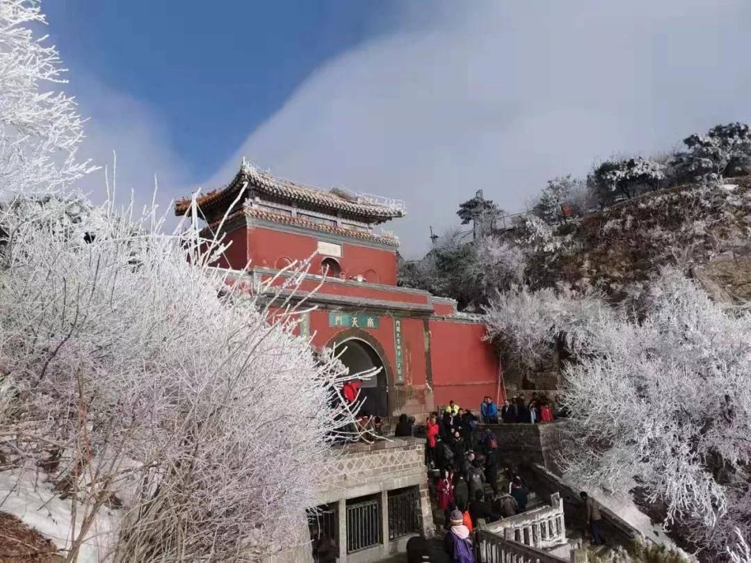 张洪泉:泰山酒店价高游客挤厕所过夜 且行且珍惜
