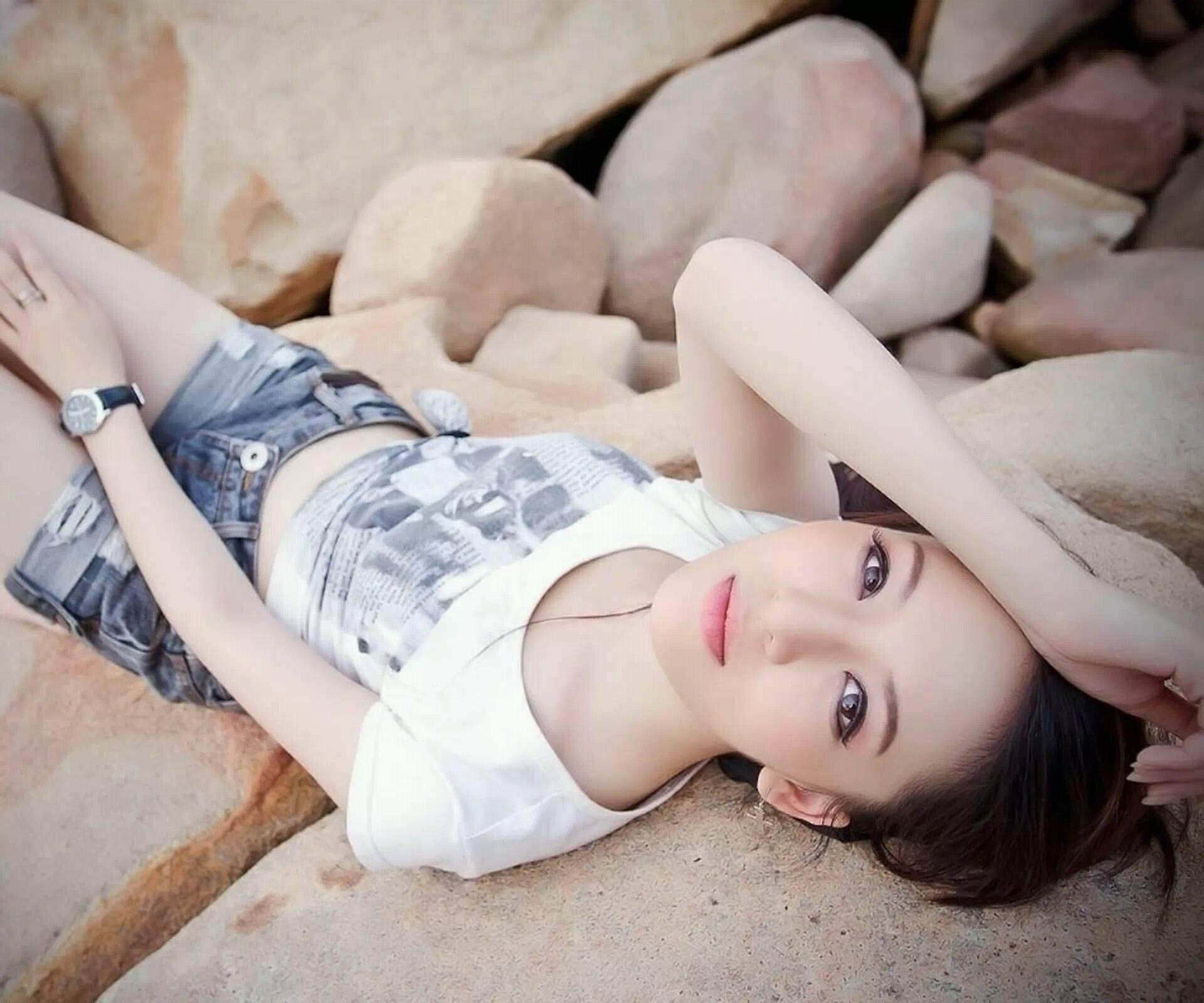 变小成为美女的鞋垫 我变成了学姐的鞋垫