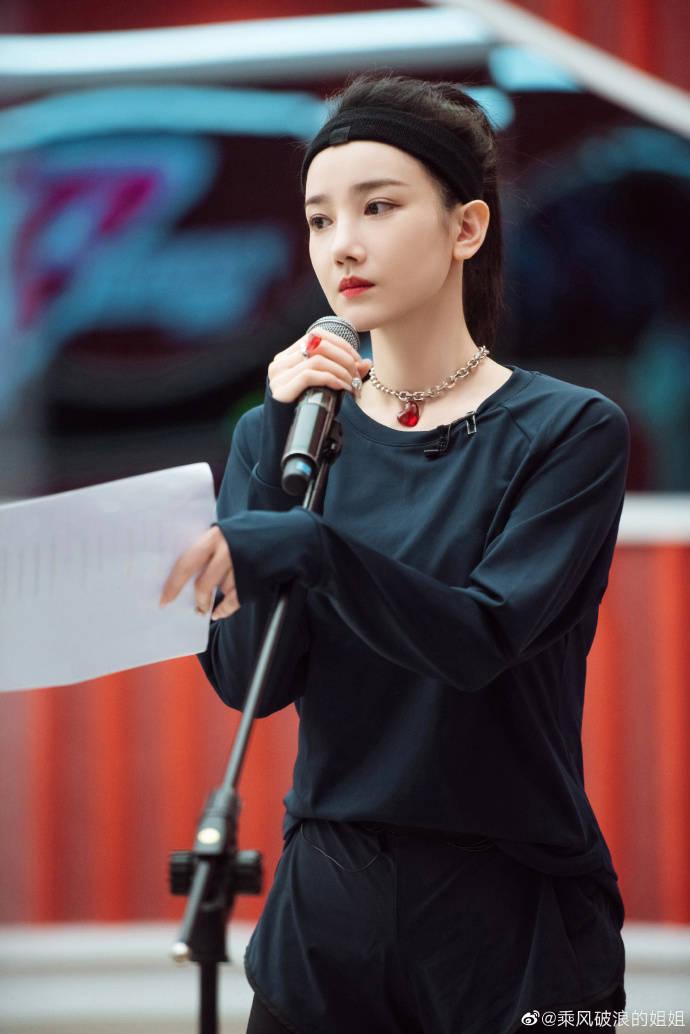 陈小纭回应怼网友,父母被骂导致情绪失控!和容祖儿已经和解了