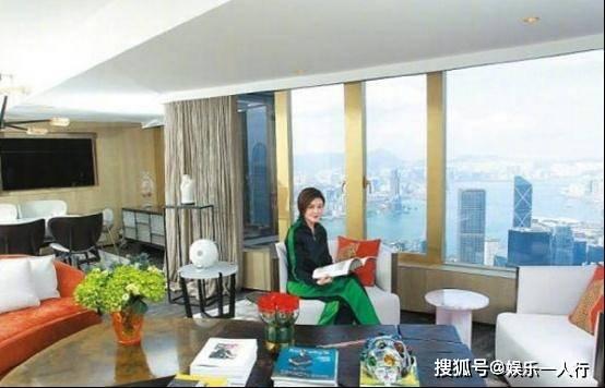 晒晒关之琳香港的住宅:独自住在过亿的豪宅,卧室直接看见海景