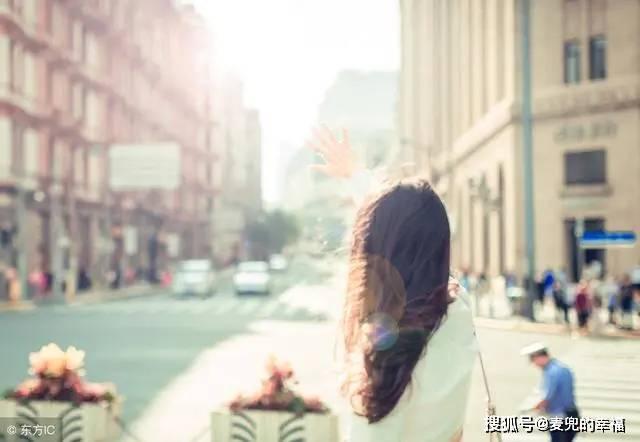 【麦兜的幸福】:婚礼上妹妹老朝我挤眉弄眼,顺着她指的方向看去,我拿上陪嫁就走