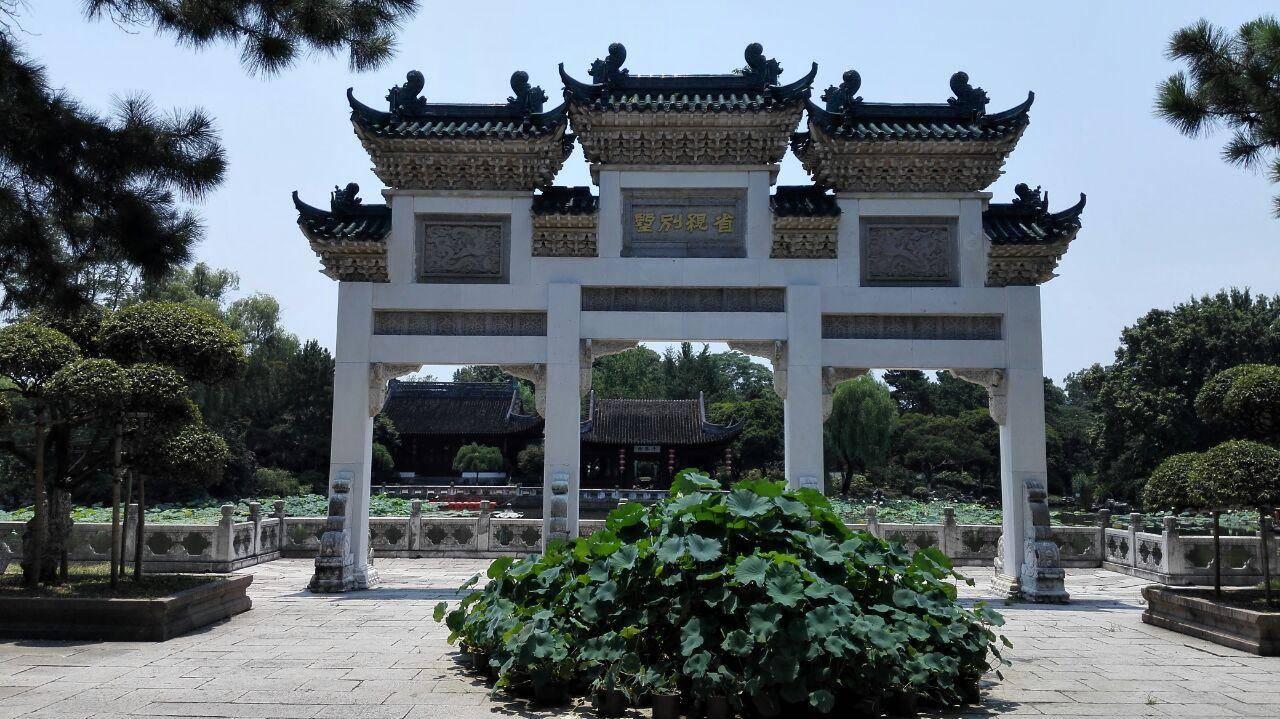 上海集观光、旅游、休闲的综合性游乐园,是大型仿古园林