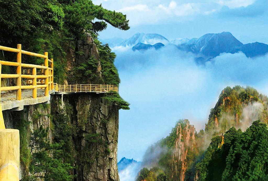 由12座海拔千米以上的大小山峰组成的山,海拔1735.6米