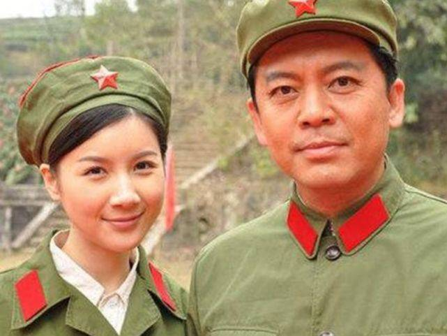 """58岁""""赵政委""""藏了28年的老婆,居然是她,怪不得一往情深!"""