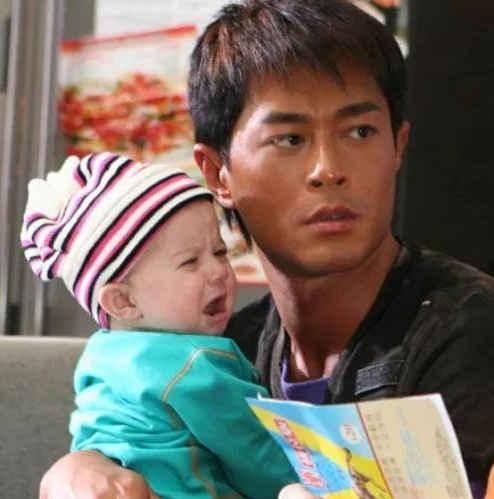 曾经与成龙搭档《宝贝计划》的6个月宝宝,如今15岁,长成这样了