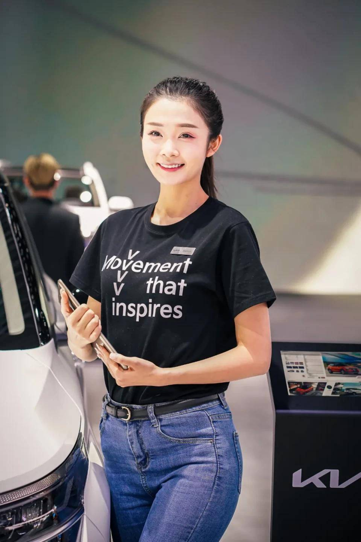 图赏:上海车展上的车模小姐姐们(图14)