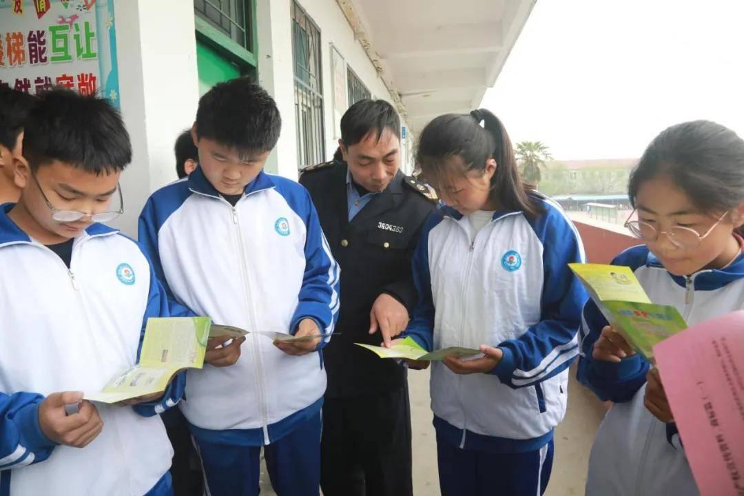 安徽省濉溪县四铺市场监管所食品安全进校园护航学生健康成长