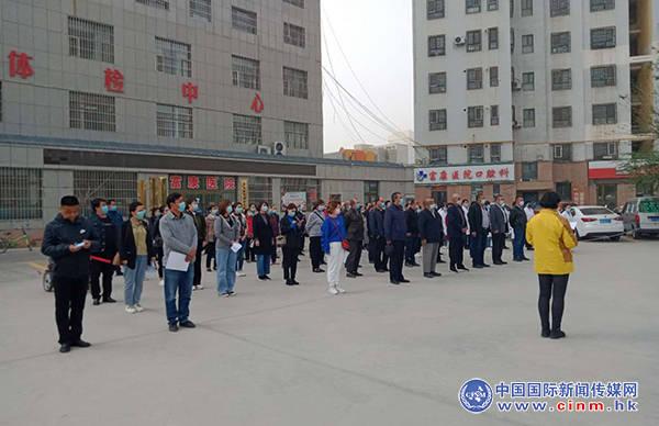 华夏名门社区:升国旗学党史 信仰树心间