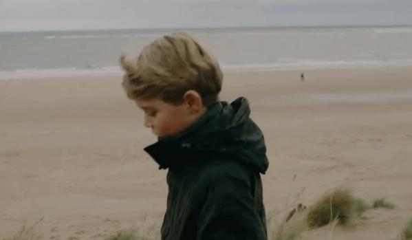 7岁乔治王子新视频曝光!手插口袋成酷盖,夏洛特公主真像英女王
