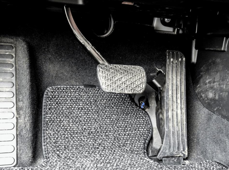 """从燃油动力到纯电模式,单踏板模式让""""老司机""""有多不适应?_电门"""