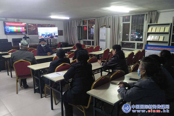 华夏名门社区开展草根宣讲员宣讲:第三次中央新疆工作座谈会精神