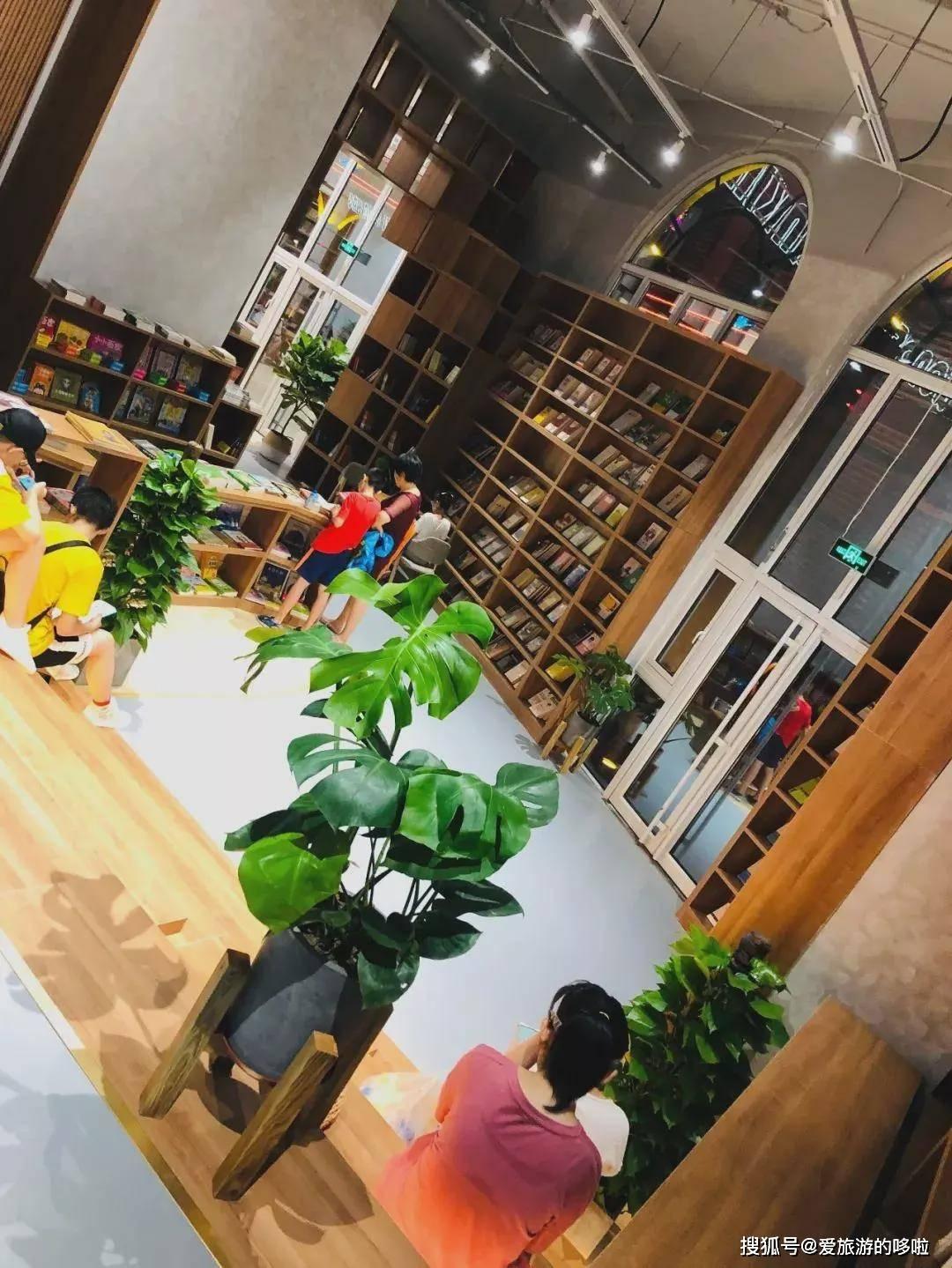 在青岛,遇见一家书店,温暖一段时光!