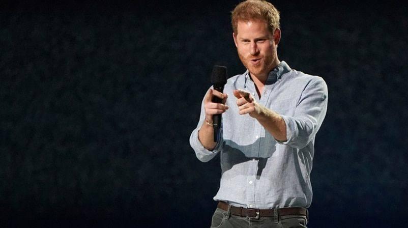 哈里王子登场演讲正式出道,穿搭彻底硅谷化,从王子降维成码农