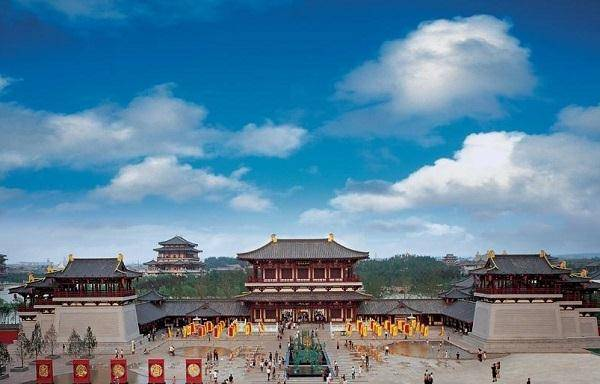 """西部gdp_中国西部发展最好的城市,GDP急追广州,""""面积是深圳40多倍"""""""