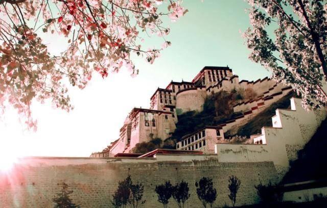"""修建布达拉宫究竟用了多少黄金,为何都说""""世上一半黄金在此""""?"""
